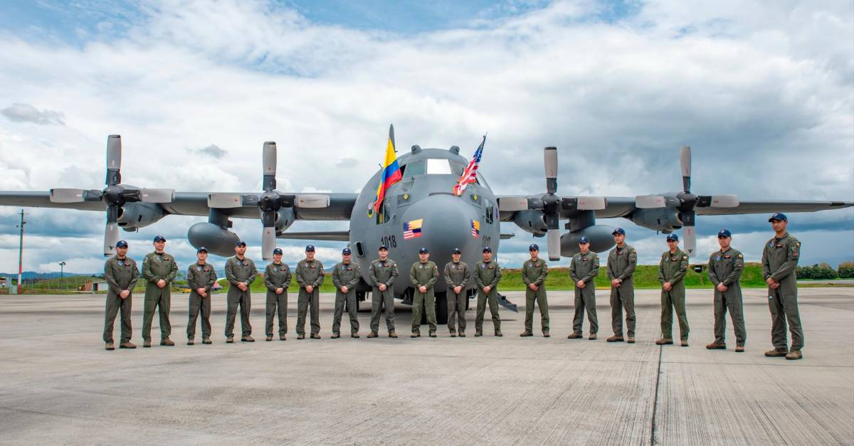 EE.UU. entregó dos aviones Hércules C-130 a Fuerzas Militares de Colombia - El Colombiano
