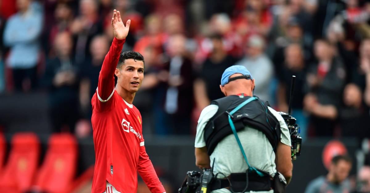Balonazo de Cristiano a un agente de seguridad en Champions