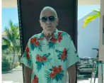Captura del video en el que Hopkins aparece bailando merengue.
