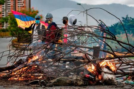 Ordenan despliegue de Fuerza Pública para recuperar vías en Colombia