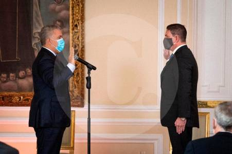 Duque posesiona a Pinzón como embajador en EE.UU.