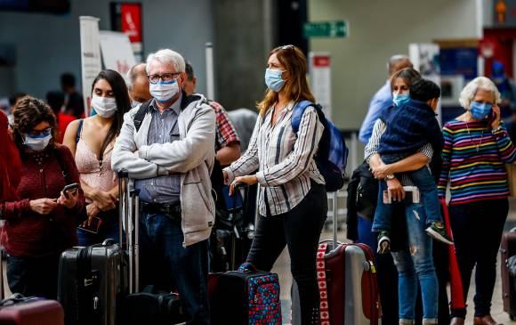 Colombia suspende vuelos con Brasil por nueva cepa de covid
