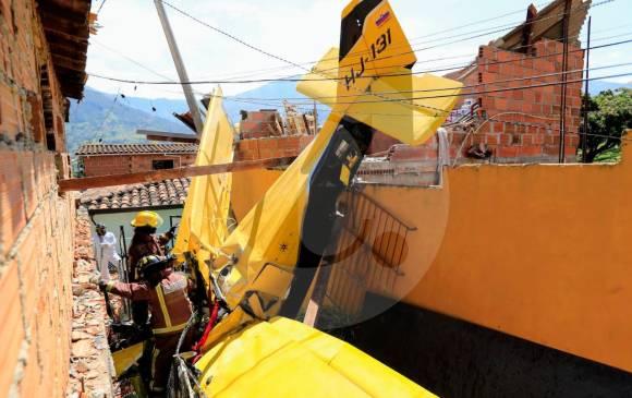 Avioneta cayó sobre una vivienda en Copacabana y fue grabada momentos antes del accidente