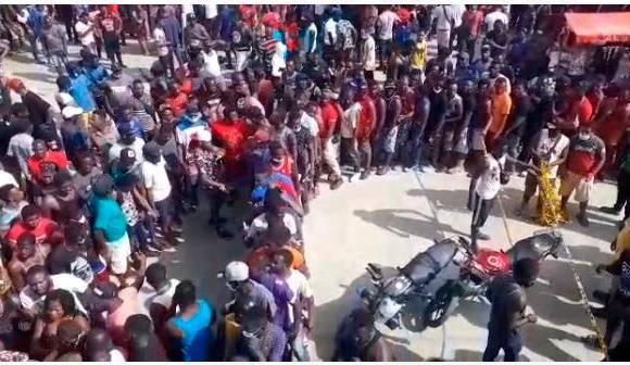 Grave situación humanitaria en Necoclí con los migrantes