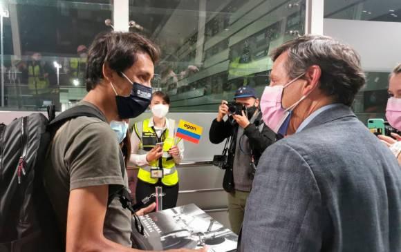 Emotivo recibimiento a Egan Bernal, en el aeropuerto El Dorado, en su  regreso al país