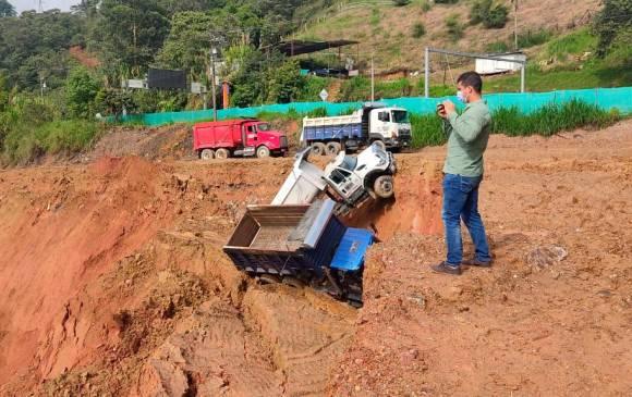 Derrumbe tiene taponado el río Medellín