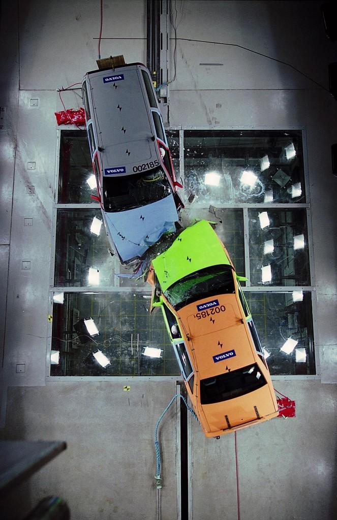choque-frontal-dos-vehiculos