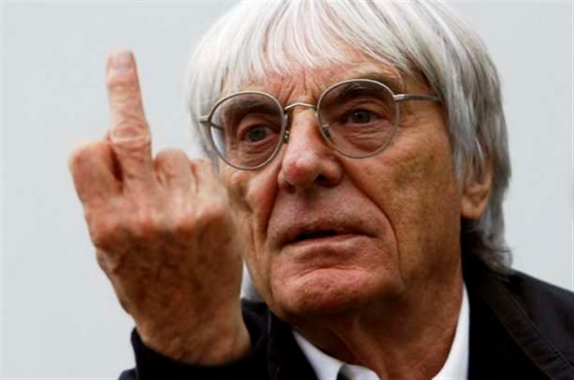 Así se despidió Ecclestone de los medios que lo despertaron la mañana de este 28 de diciembre.