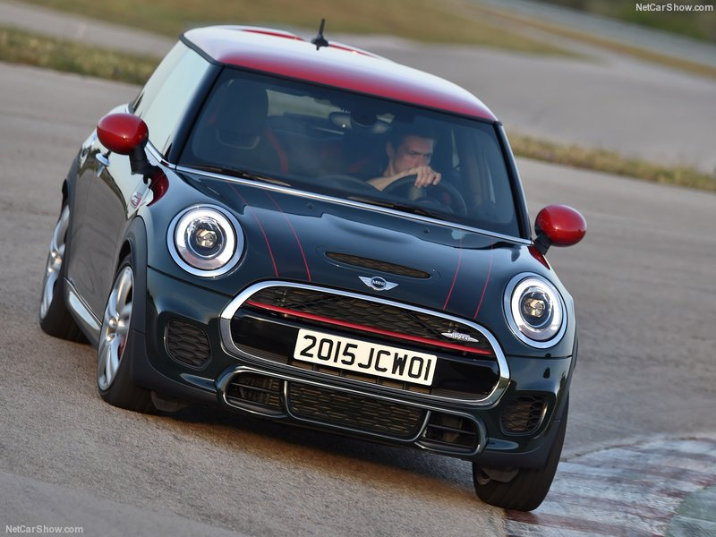 Mini-John_Cooper_Works_2015_800x600_wallpaper_17