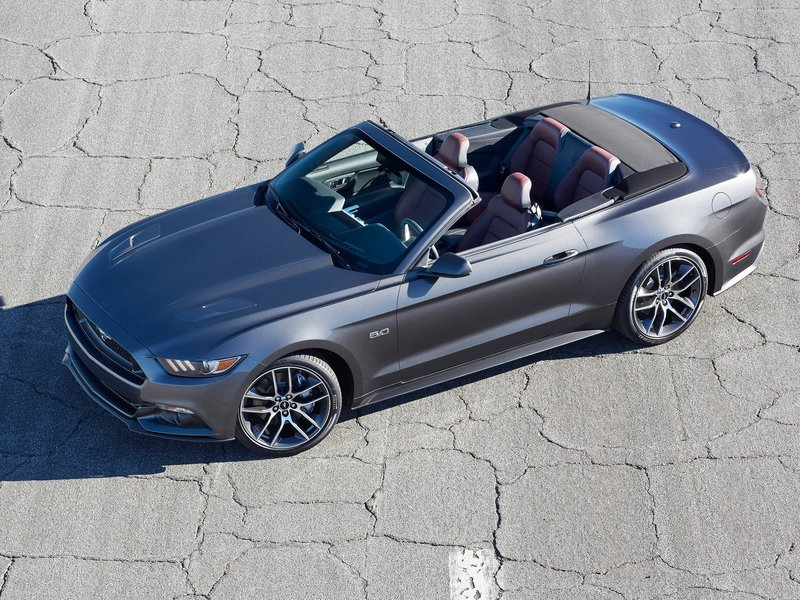 Ford-Mustang_Convertible_2015_800x600_wallpaper_07