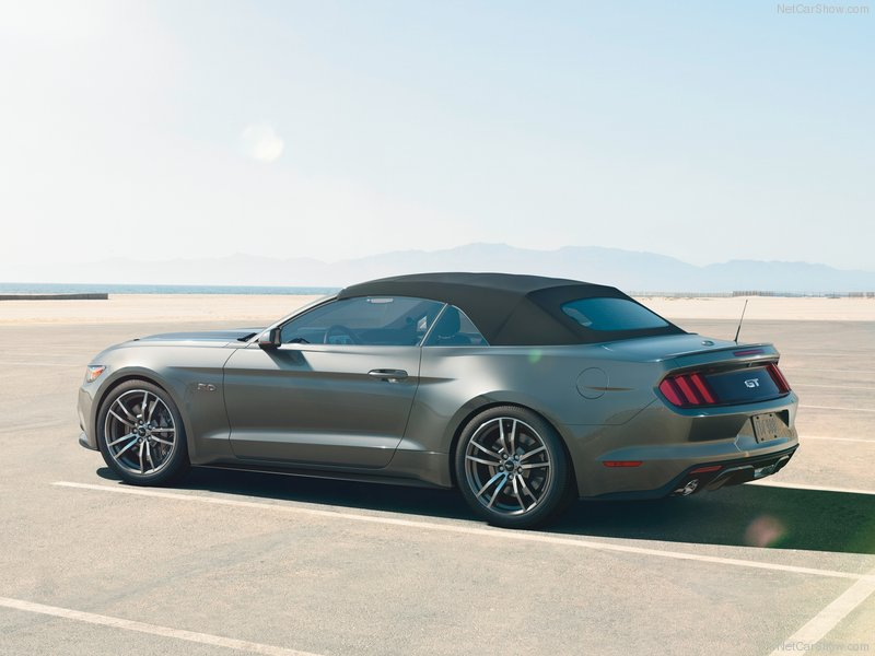 Ford-Mustang_Convertible_2015_800x600_wallpaper_24