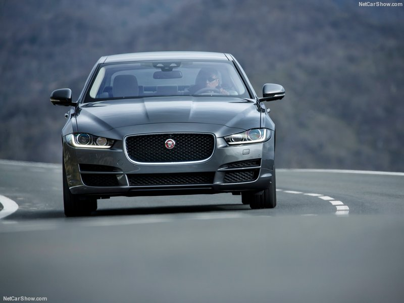 Jaguar-XE_2016_800x600_wallpaper_7e