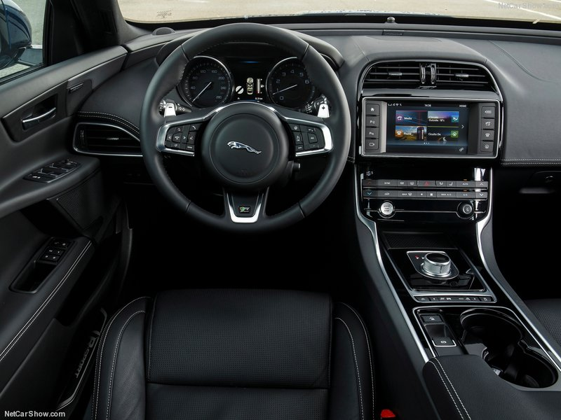 Jaguar-XE_2016_800x600_wallpaper_b3