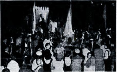 Ilustración. Aspecto de la solemne ceremonia de entronización colectiva de la imagen del Corazón de Jesús realizada en el barrio de Los Libertadores. (2 jun 1951)