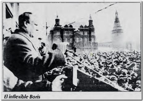 """MOSCU. Boris Yeltsin, miembro del Parlamento soviético, fue el orador central de la gigantesca manifestación del domingo en Moscú. El dirigente rebelde, que pide reformas aún más drásticas, advirtió que Gorbachov """"tiene los días contados"""". Foto Reuter."""