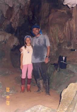 Alexei Rodionov y su hija Bárbara en las Cavernas del Nus