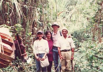 Cynthia, Gloria, Juan y El Arriero