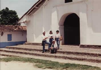 Walter, Cynthia, Ethel y Don Carlos en una caminata posterior