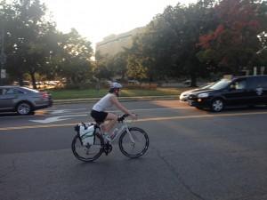 En ciudades como Washington el gobierno y algunos empresarios privados realizan intensas campañas de masificación del ciclismo urbano con base en argumentos como la equidad, el conocimiento de los ciudadanos de la propia ciudad y el mejoramiento integral de la salud. Fotografía: Miguel Jaramillo Luján