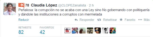 Claudia López sigue cuidadosamente la agenda del candidato.
