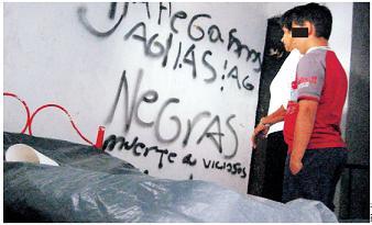 Este es el grafitti que dejaron junto a la cama de Geovanny.