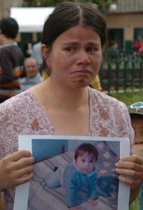 Yvonne Lozano, cuando rogaba porque su hijo apareciera con vida. Foto de Colprensa.