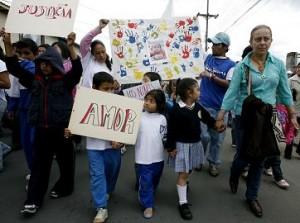 Cientos de personas marcharon en Chía, condenando este crimen. Foto de Reuters.