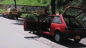 Aquí se aprecia el taxi contra el cual chocó el Mazda.