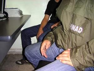 Un juez emitió la orden de captura del joven, la primera de este tipo en 2008.