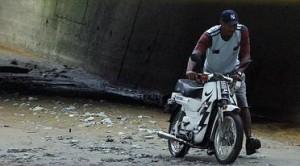 La motocicleta encontrada en la zona. Foto de Róbinson Sáenz.