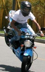 Yeison en su moto 'Victor'.