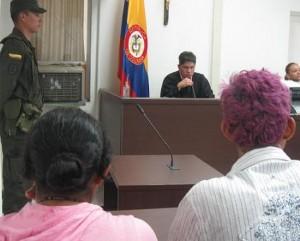 La pareja capturada en la audiencia de control de garantías.