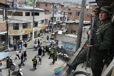 Hoy comenzó la intervención masiva al punto crítico del barrio Moravia. Foto de Julio César Herrera.