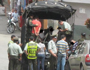 En este camión montaron a los detenidos.