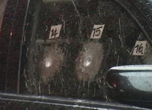 Las balas no alcanzaron a penetrar los vidrios.
