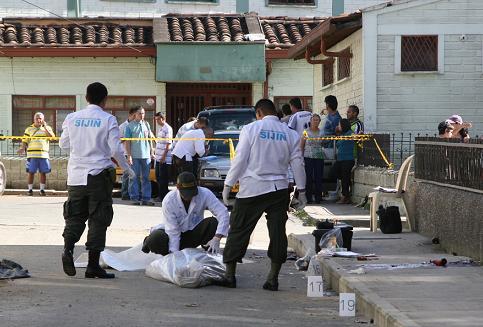 Dos víctimas del ataque de Sabaneta murieron en el sitio, las otras en hospitales. Foto de Juan Diego Zapata.