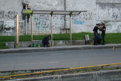 En este paradero de bus ocurrió el crimen. Foto de Carlos Taborda.