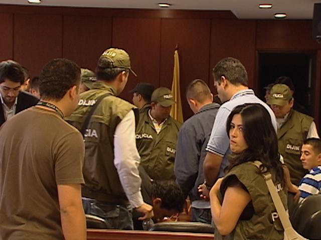 Los policías implicados, durante la audiencia.