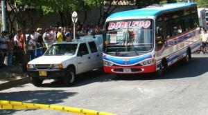 En este bus fue asesinado el pasajero. Foto de Carlos Taborda.