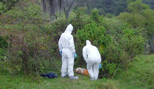 Ayer encontraron dos de los cuerpos, en el sector Los Charcos de Belencito. Foto de Juan Diego Zapata.