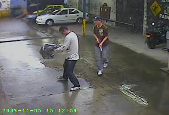 En el video aparecen los dos homicidas, en el parqueadero de Naranjal.