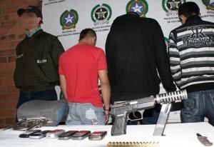 A los capturados de 'Los Chatas', en Cabañitas, les incautaron armas y les inmovilizaron tres motos y un taxi.