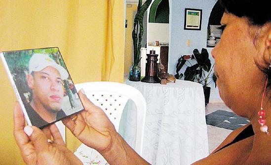 Para María Hernández, fue doloroso que la Policía atribuyera el asesinato de su hijo Juan Palacio a las disputas entre bandas. Ella explicó que su muchacho no tenía antecedentes penales.