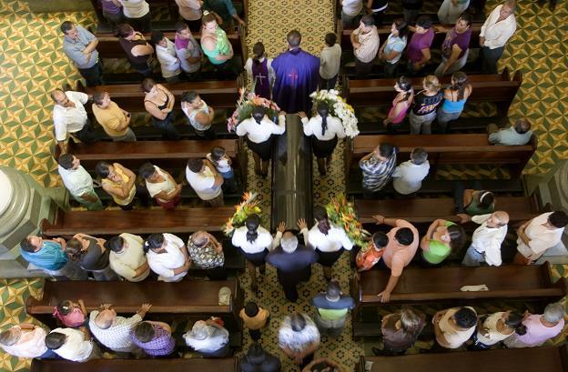 La misa exequial por la joven fue en la iglesia de Santa Bárbara.