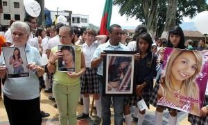 Las familias de las jóvenes, durante una marcha en la que clamaron justicia.