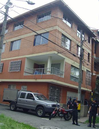En este edificio se ocultaron los sospechosos, que no fueron detenidos.