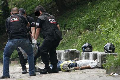 Así fue la escena del crimen, en el barrio Santa Rosa de Lima. Foto de Esteban Vanegas.
