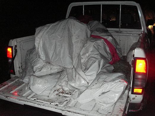 En esta camioneta fueron trasladados los siete cuerpos, recogidos en la vereda El Chupadero.