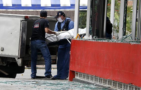Esta es la escena del crimen en la discoteca de Bello, la cual no estaba abierta al público en ese momento. Foto de Esteban Vanegas.