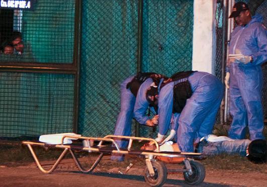 El presunto ladrón alias 'Murdok' fue abatido por un policía en Medellín. Foto de Carlos Taborda.